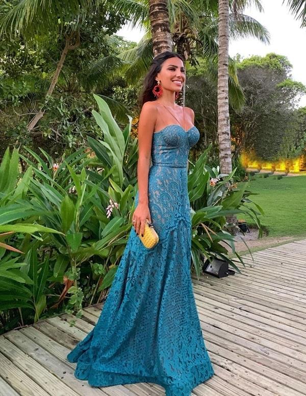 vestido longo azul rendado para casamento