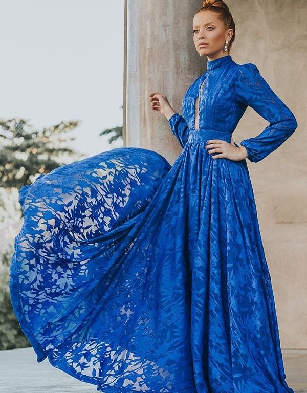 vestido de festa longo azul royal com manga longa