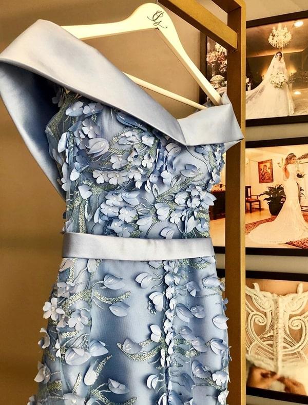 vestido longo azul serenity com bordado flores 3D
