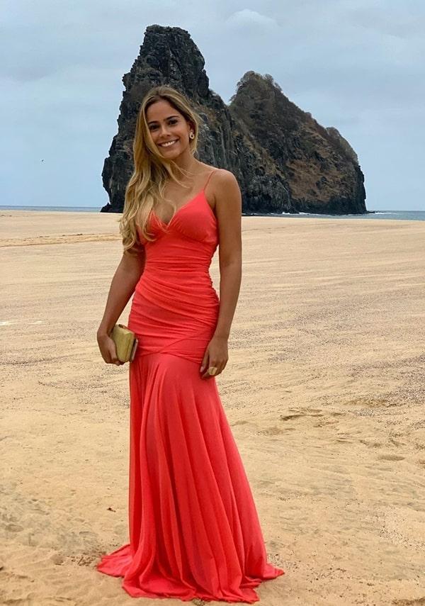 vestido longo coral para madrinha de casamento na praia