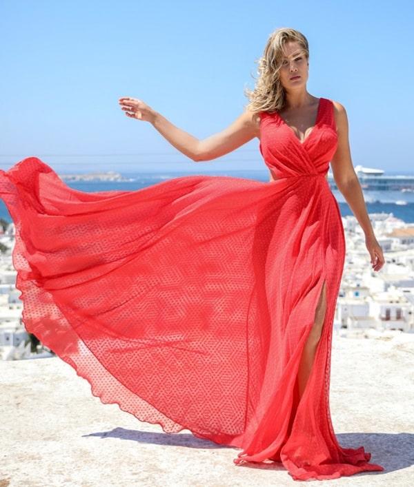 vestido longo coral para casamento diurno