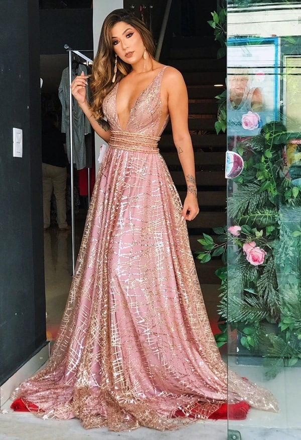 vestido longo rosa com brilho