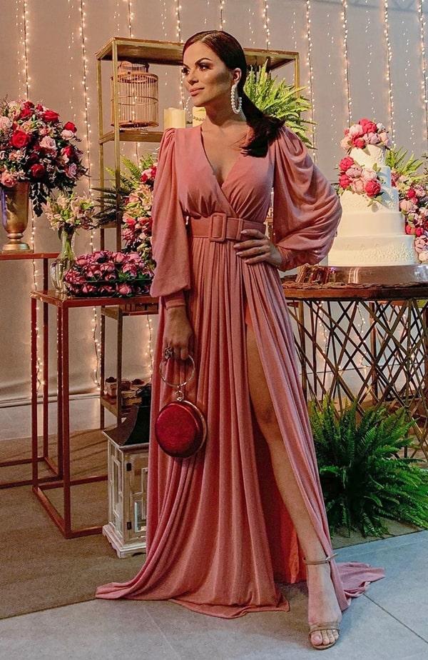 vestido longo rosa blush com manga longa e cinto