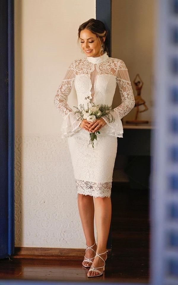 vestido branco midi rendado com manga longa para casamento civil ou noivado