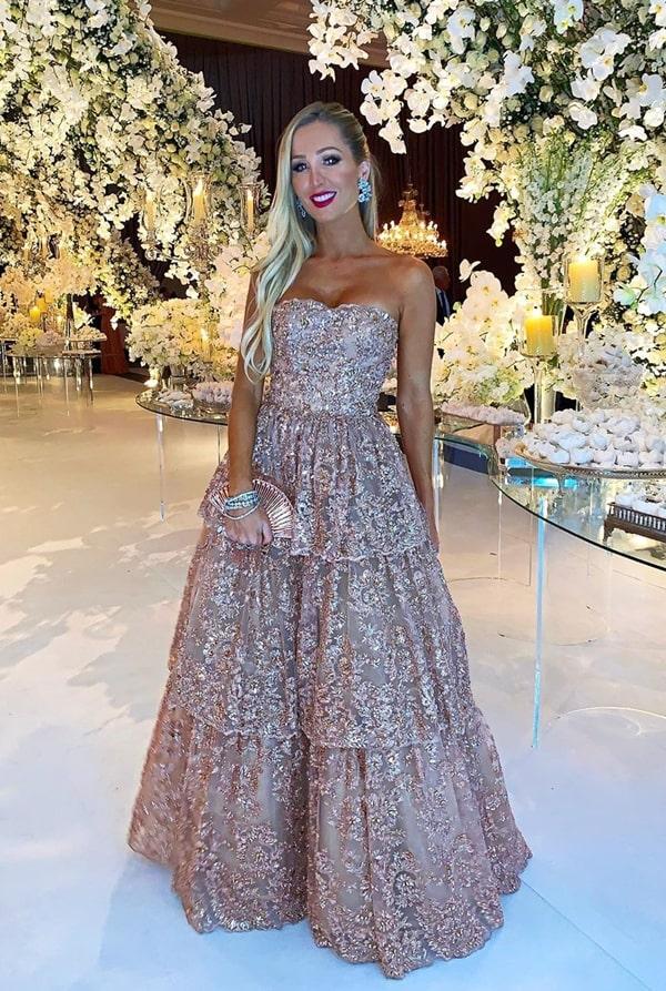 Paula Aziz vestido de festa estilo princesa rosa bordado