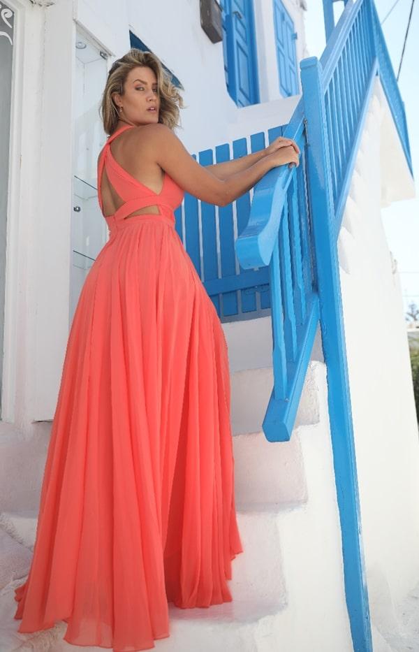 vestido de festa longo coral para madrinha de casamento durante o dia