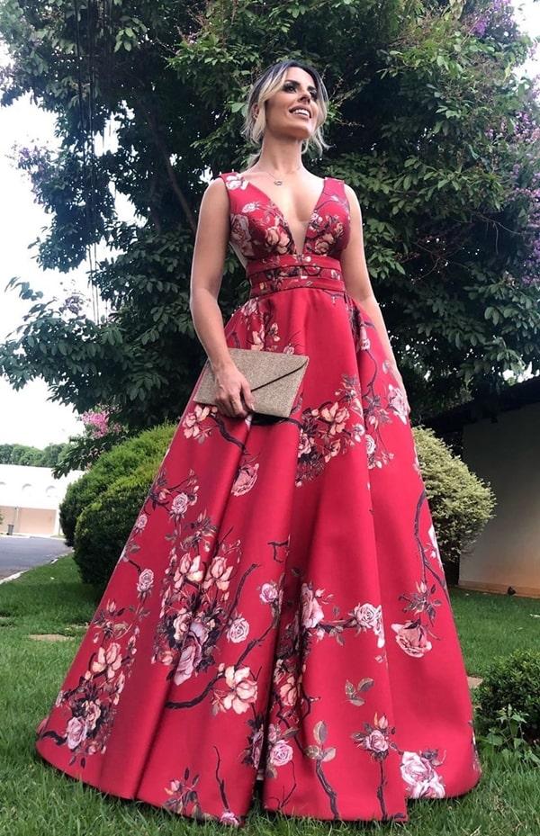 vestido de festa vermelho estilo princesa com estampa floral