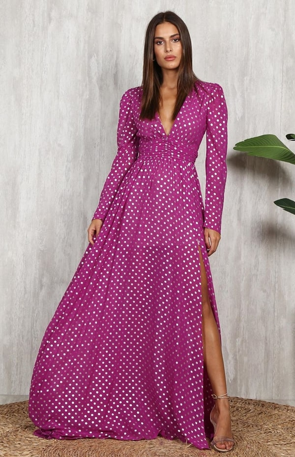 vestido longo fúcsia com estampa de bolinhas