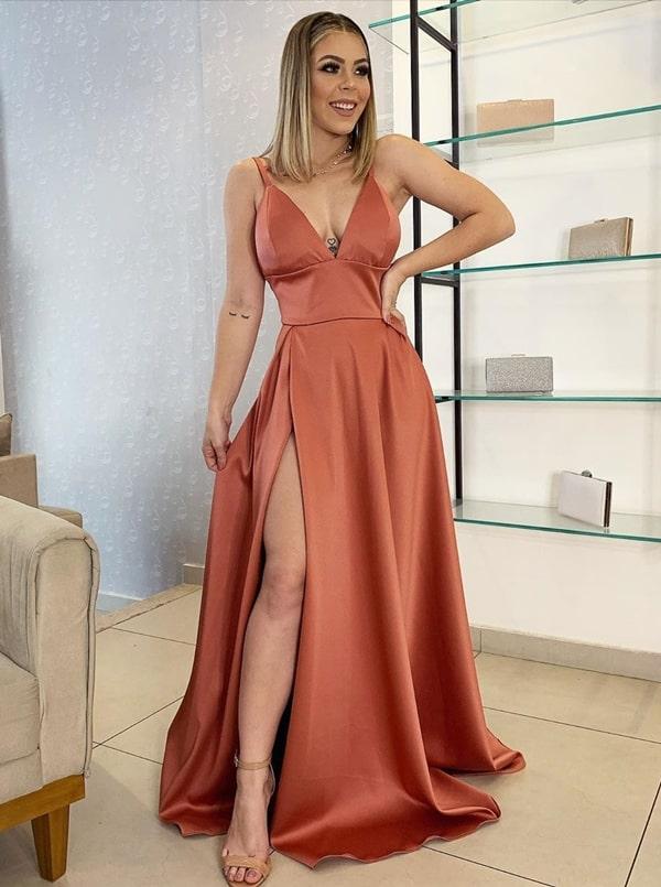 vestido longo em tons terrosos para madrinha de casamento