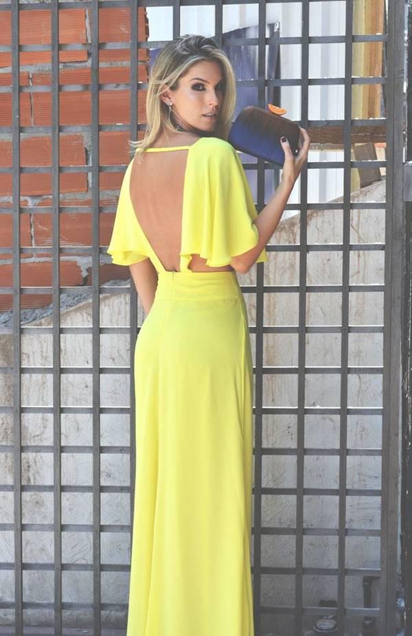 vestido longo amarelo com decote nas costas para casamento