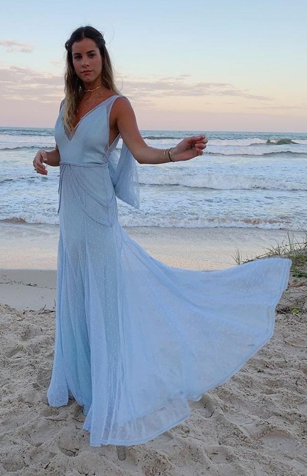 vestido longo azul serenity para casamento na praia