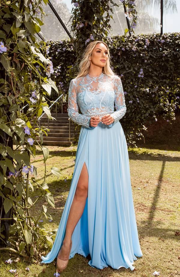 vestido longo azul serenity com manga longa de renda para madrinha de casamento