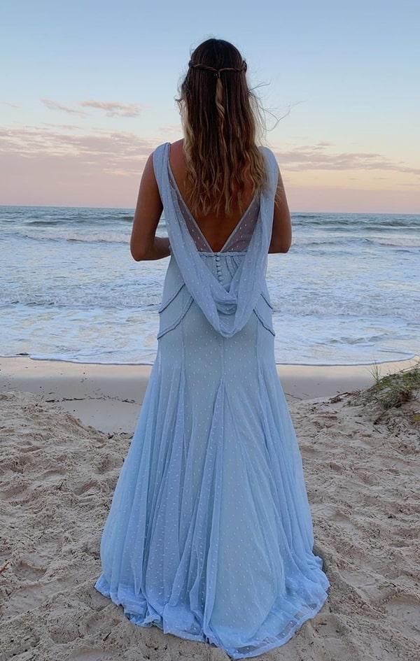vestido longo azul serenity para madrinha de casamento na praia