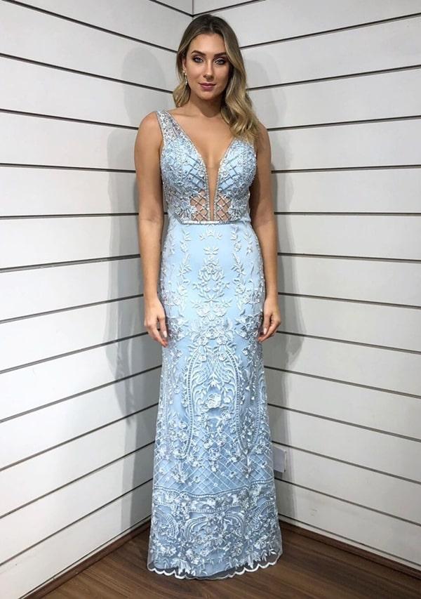 vestido longo azul serenity para madrinha de casamento à noite