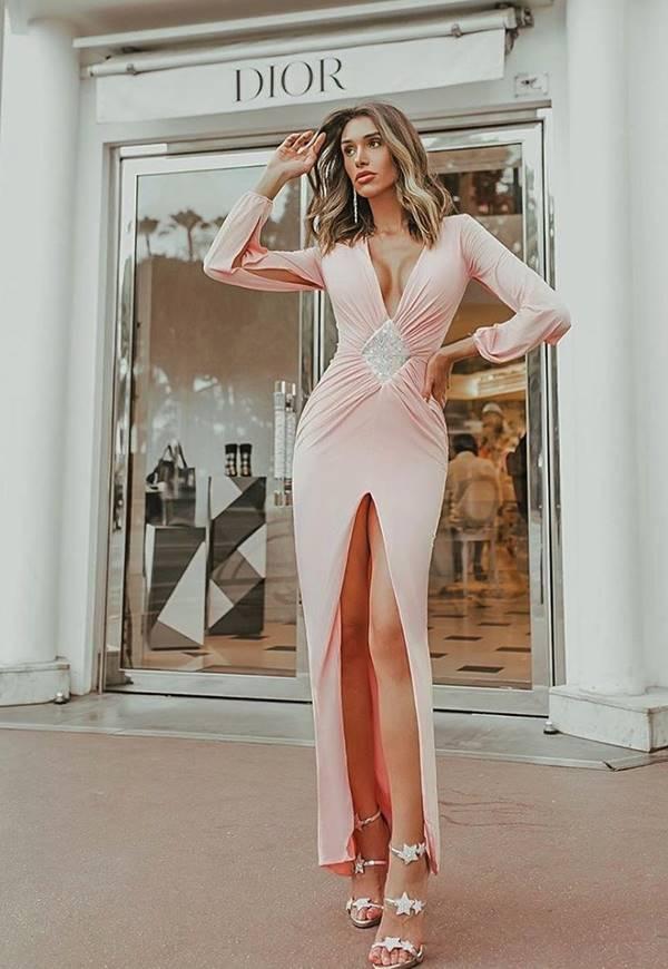 vestido longo rose com manga longa e fenda