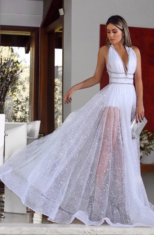 vestido longo branco com transparência nas pernas e brilho para reveillon 2020