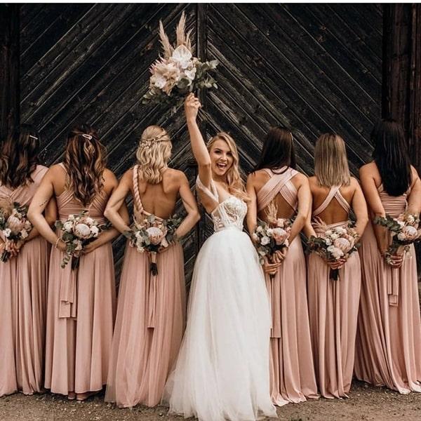 vestido de festa multiformas amarração: ideia de fotos para madrinhas de casamento