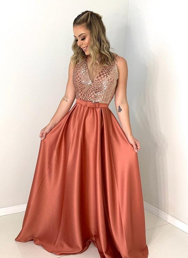 vestido de festa longo em tom terroso para madrinha de casamento
