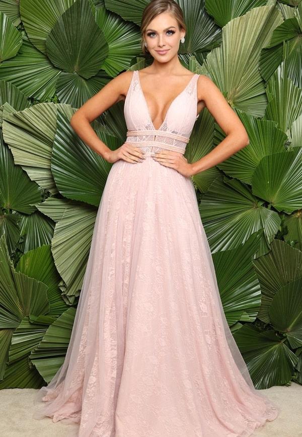 vestido longo rosa de renda para madrinha de casamento