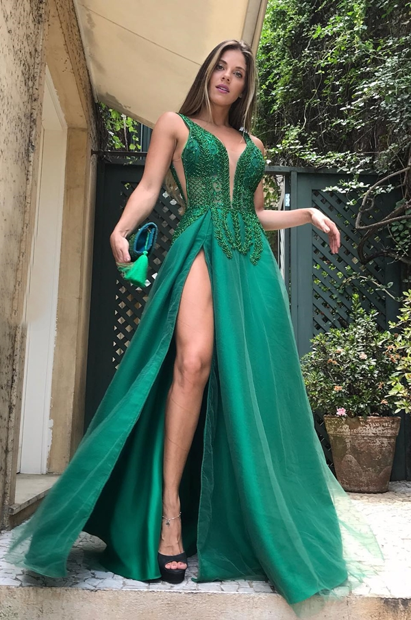 vestido de festa verde com fenda para formatura