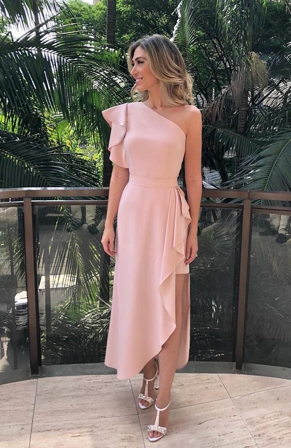 vestido midi rose com um ombro só