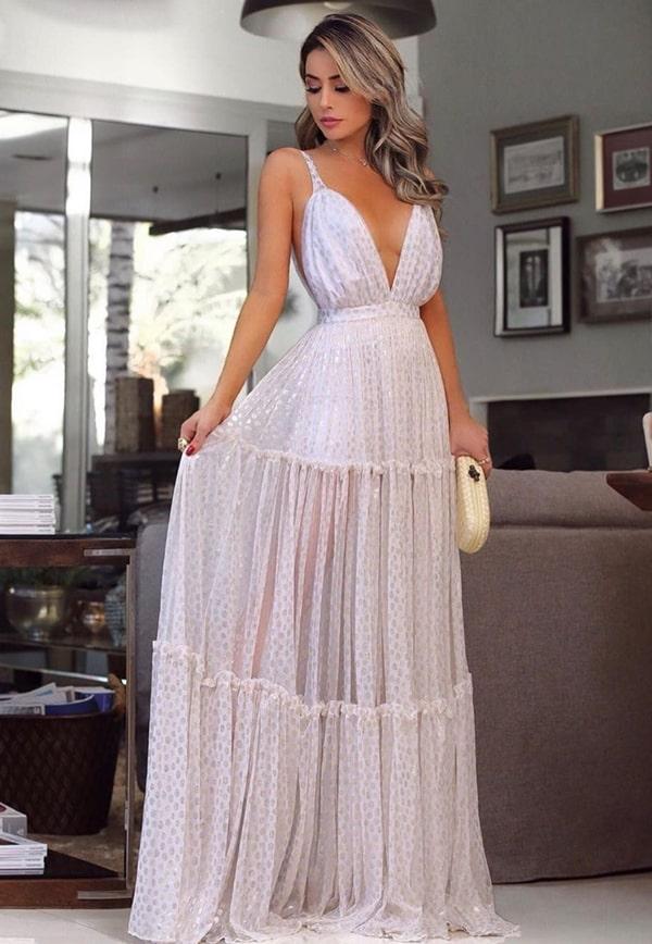 vestido longo branco com transparência na saia e estampa de poás para reveillon
