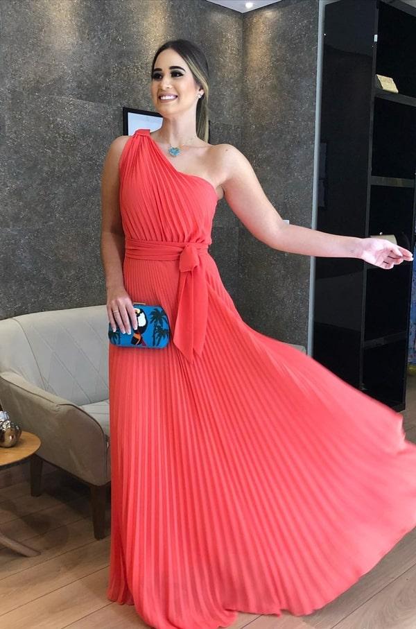 vestido longo coral para convidada de casamento durante o dia