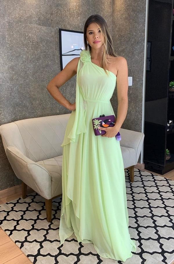 vestido de festa neon para convidada de casamento durante o dia