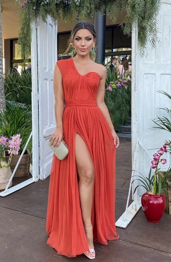 vestido longo coral drapeado com fenda
