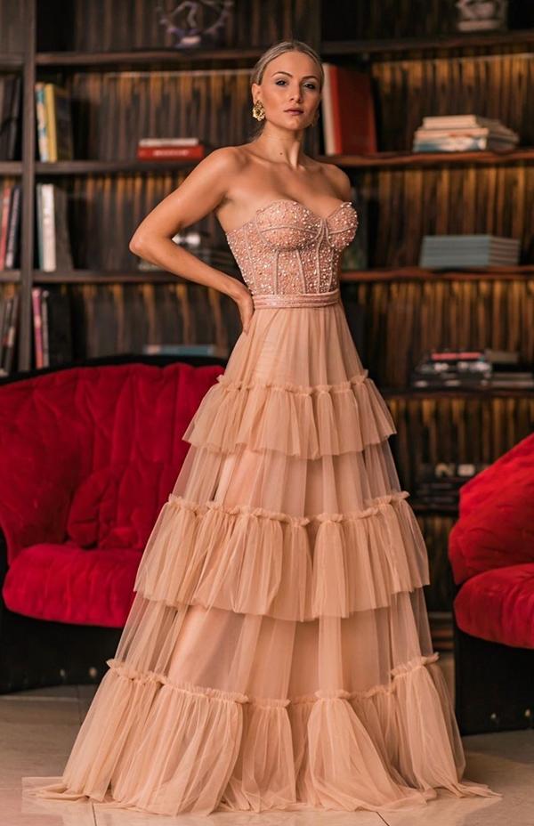 vestido de festa longo nude com corpete bordado