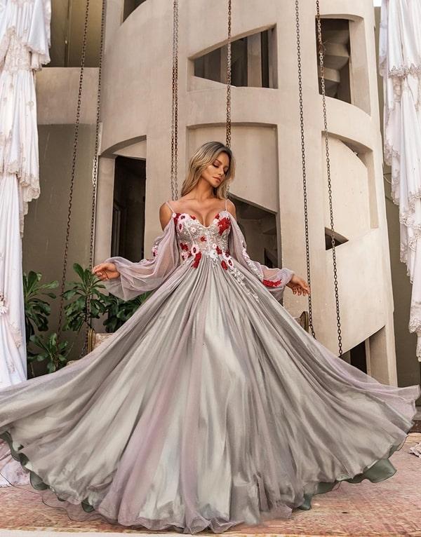 vestido de festa longo prata com manga bufante e bordado