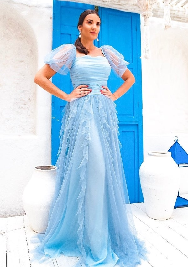 Vestido longo azul serenity com manga bufante de tule