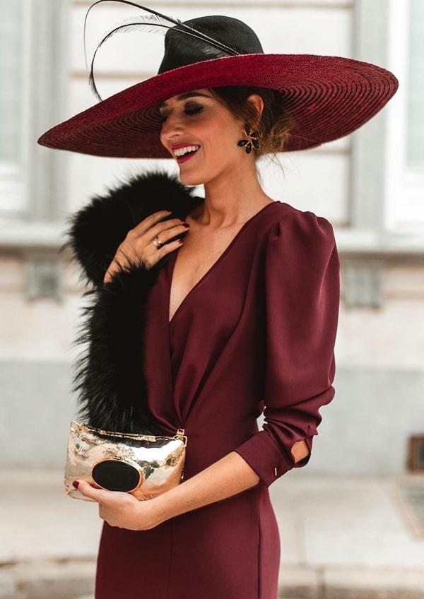 chapéu para convidada de  casamento ao ar livre