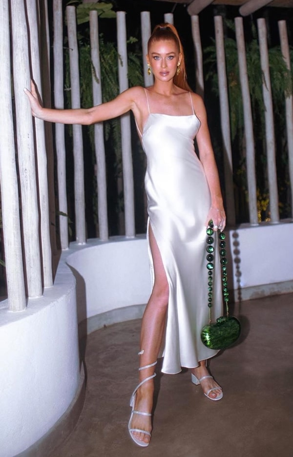 Marina Ruy Barbosa vestido de festa slip dress branco de cetim