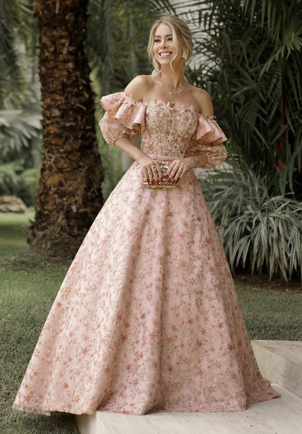 vestido estilo princesa com mangas bufantes