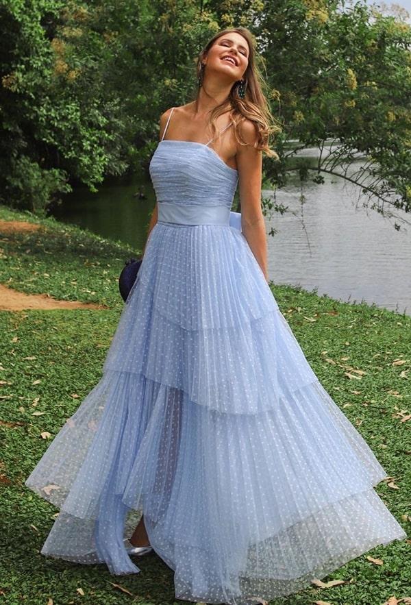 vestido azul serenity para madrinha de casamento modelo longo com tule de poás