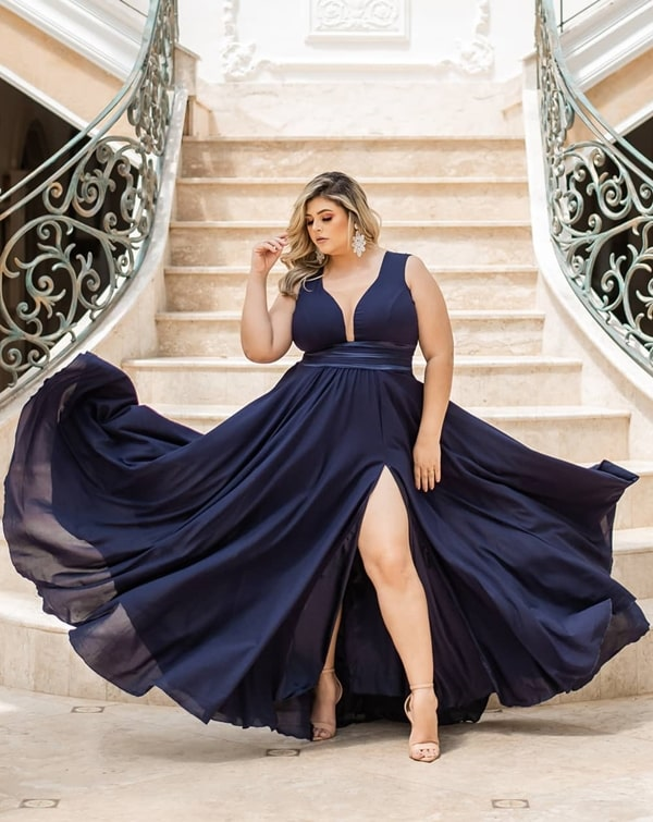 vestido de festa azul marinho plus size para madrinha de casamento a noite