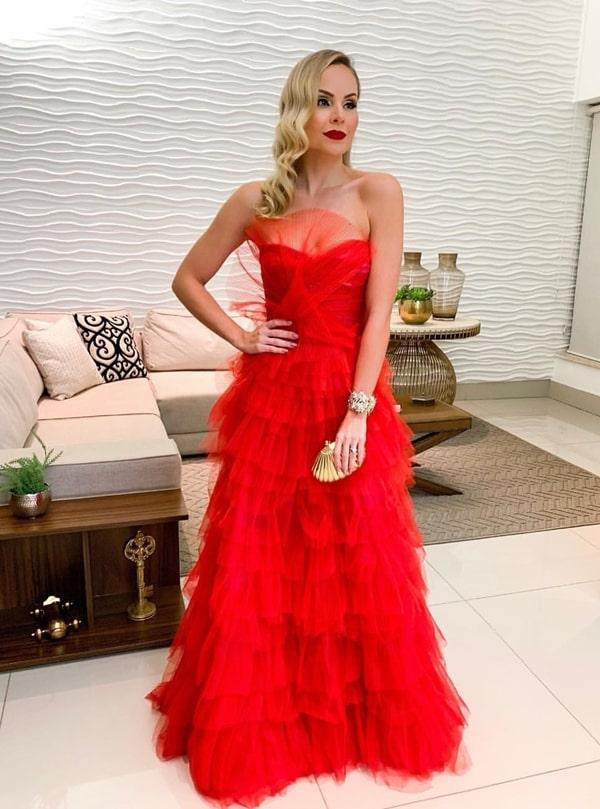 Layla Monteiro vestido de festa  vermelho