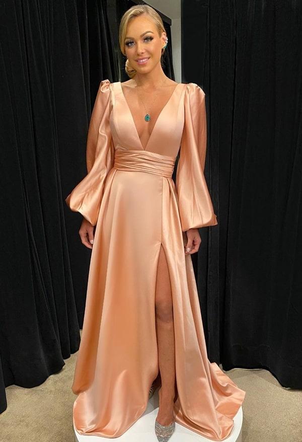 vestido de festa longo rosa com manga longa bufante e fenda