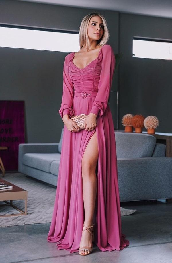 vestido de festa longo rosa com manga bufante longa e fenda
