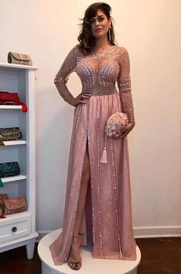 vestido de festa rosa com manga longa  para madrinha de casamento a noite