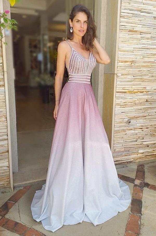 vestido de festa longo com brilho no tecido e degradê