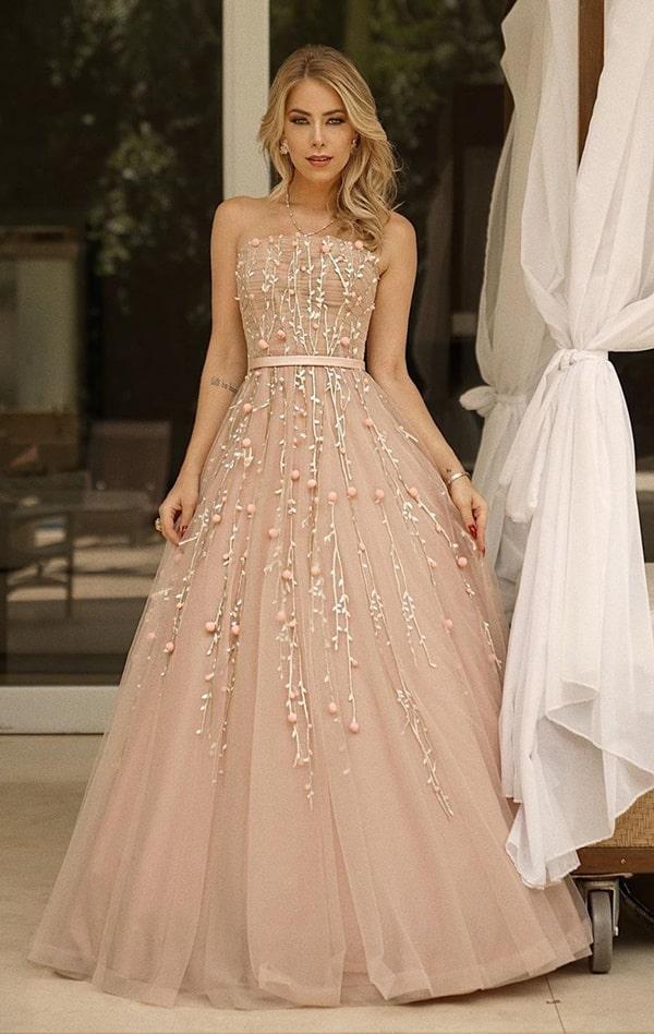 vestido de festa nude estilo princesa com bordado 3D