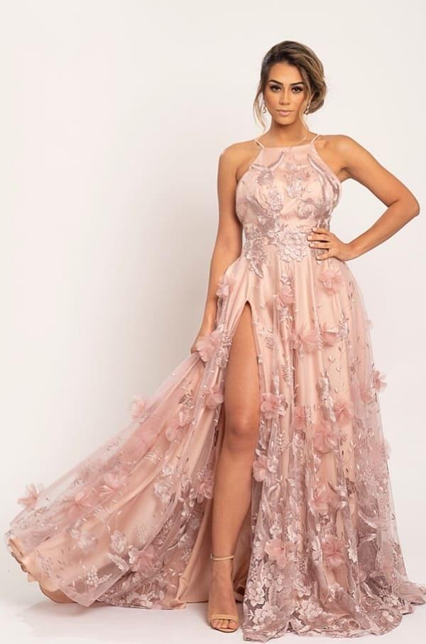 vestido de festa rosa com fenda e bordado de flores 3D