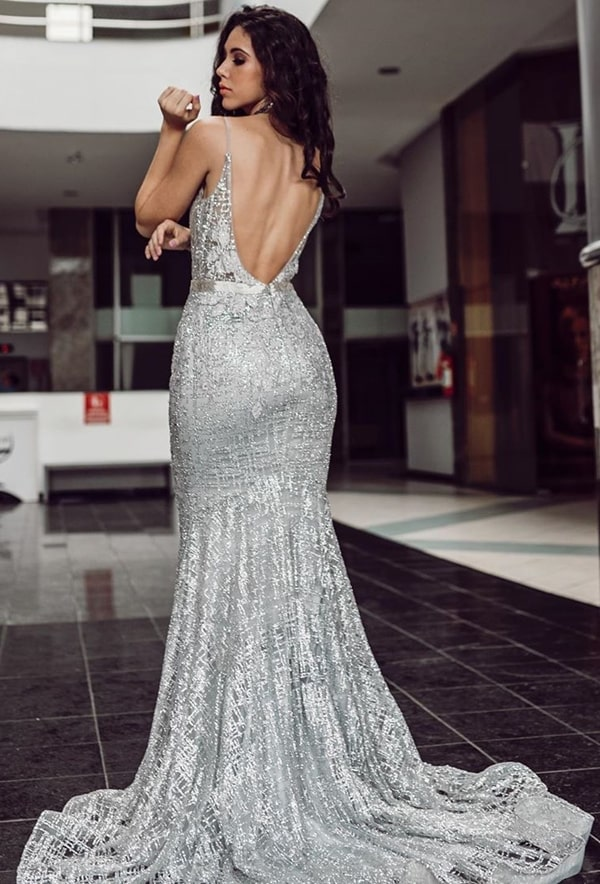 vestido de festa longo prata com decote nas costas