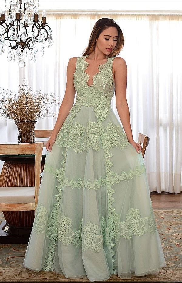 vestido de festa longo verde claro com aplicação de renda