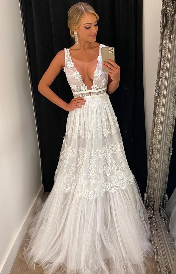 vestido de noiva simples com saia de renda e tule