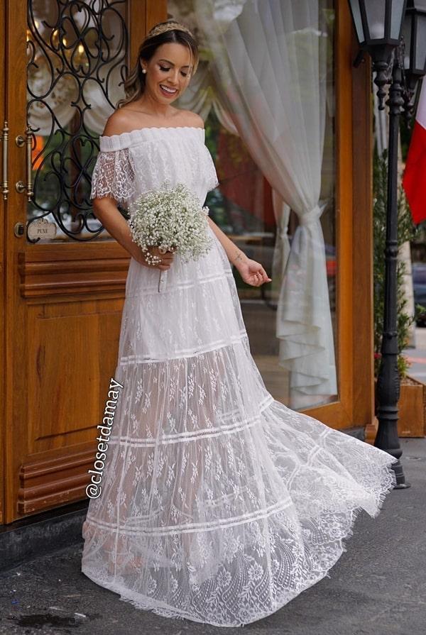 vestido de noiva simples de renda chantilly com decote ombro a ombro