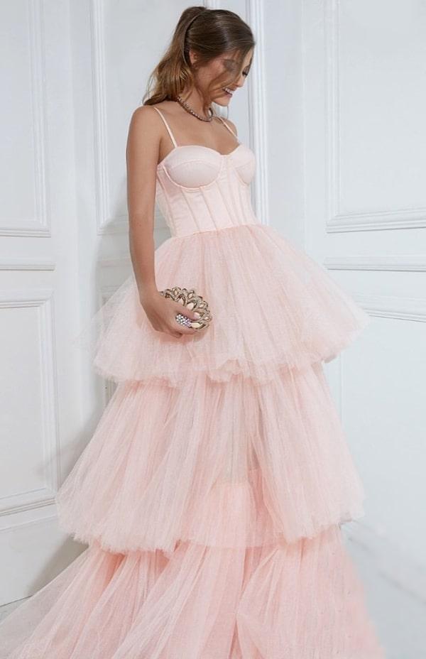 vestido de festa longo rose com saia de babados de tule e corselete