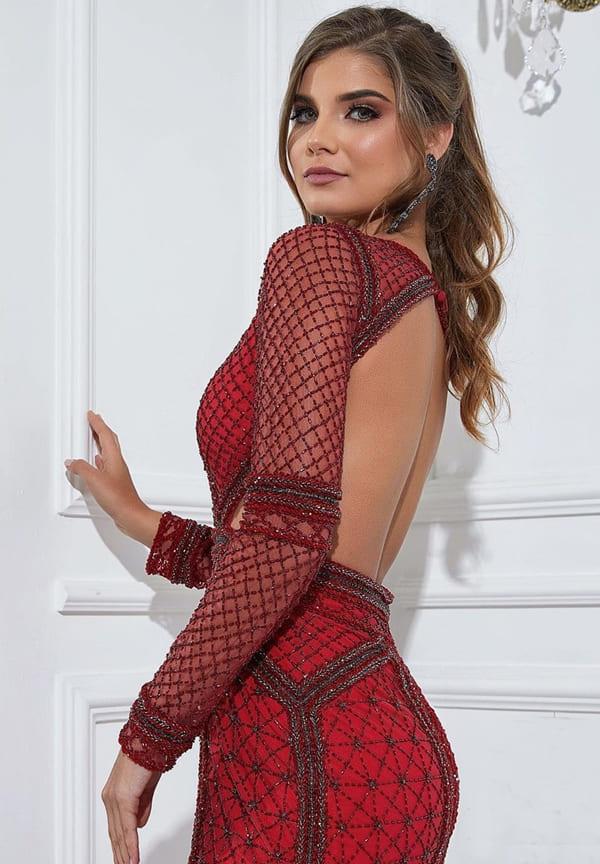 vestido de festa longo vermelho justo com mangas longas e decote nas costas e bordado